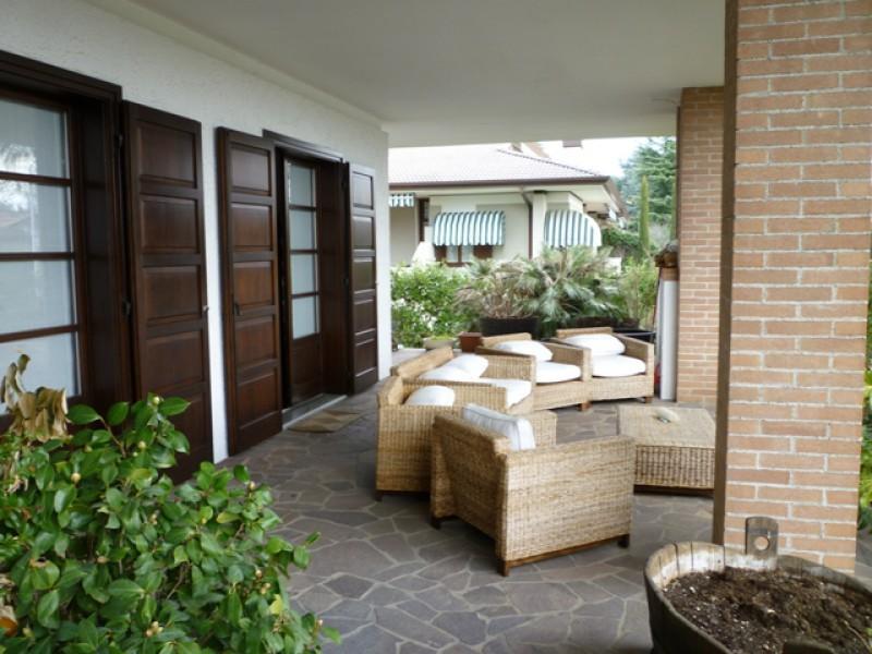 Villa in vendita a Manzano, 6 locali, Trattative riservate | Cambio Casa.it