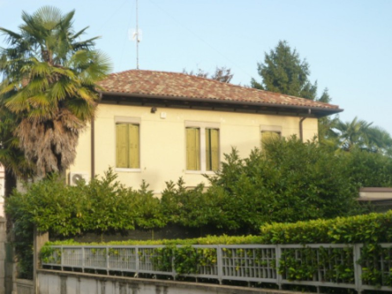 Villa in vendita a Udine, 9999 locali, prezzo € 470.000 | Cambio Casa.it