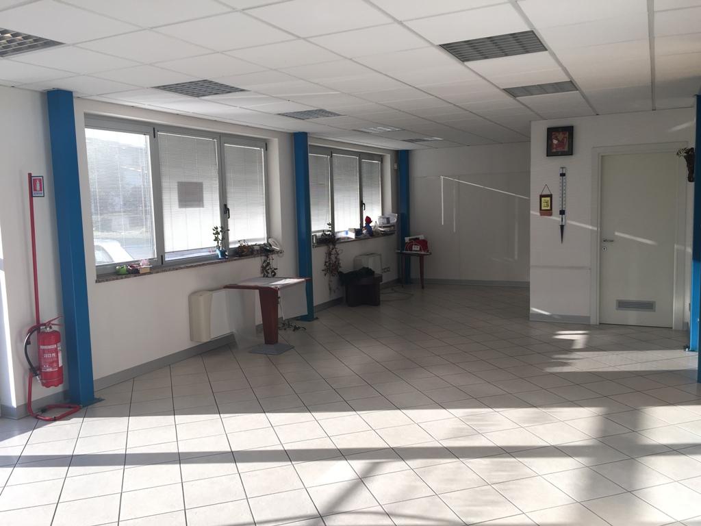 Ufficio / Studio in affitto a Campoformido, 3 locali, zona Zona: Villa Primavera, prezzo € 1.500 | Cambio Casa.it
