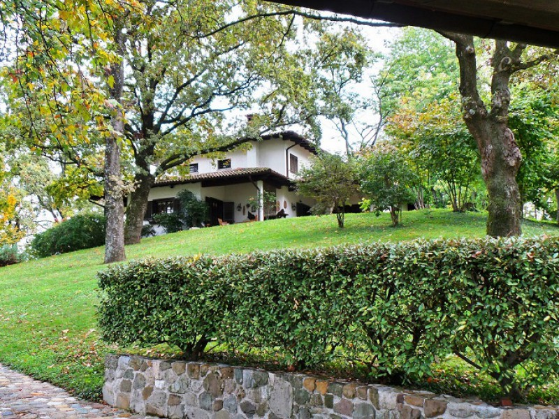Villa in vendita a Moruzzo, 10 locali, Trattative riservate | Cambio Casa.it