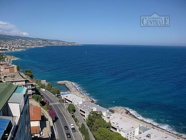 Attico / Mansarda in vendita a SanRemo, 3 locali, prezzo € 580.000 | CambioCasa.it