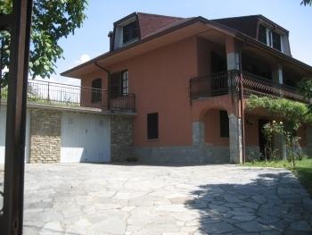 Villa in vendita a Perlo, 7 locali, Trattative riservate | CambioCasa.it