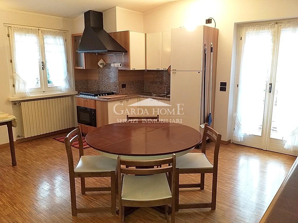 Appartamento ristrutturato arredato in affitto Rif. 8558167