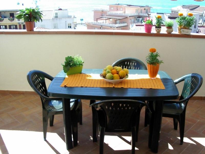 Lägenhet med terrass och havsutsikt