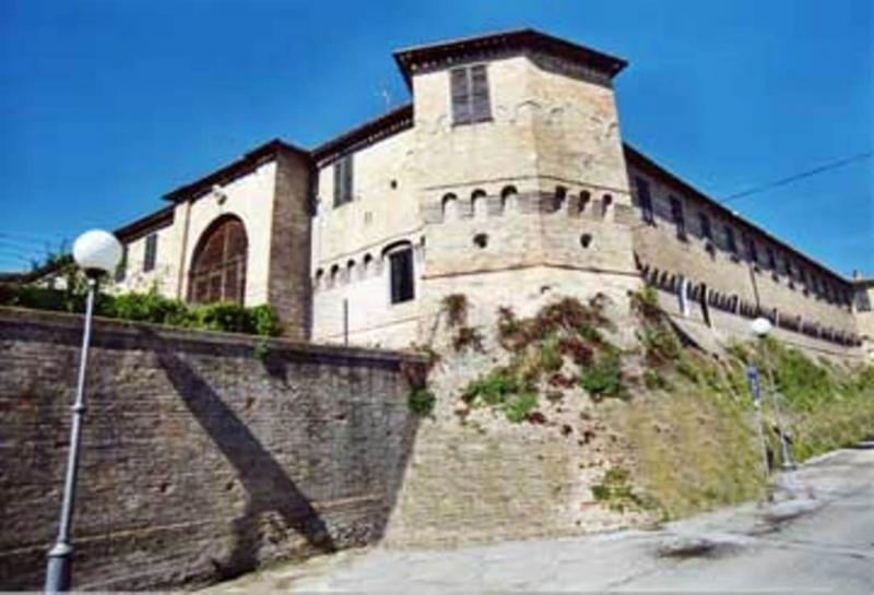 Castello vendita MONTE PORZIO (PU) - 7 LOCALI - 2000 MQ