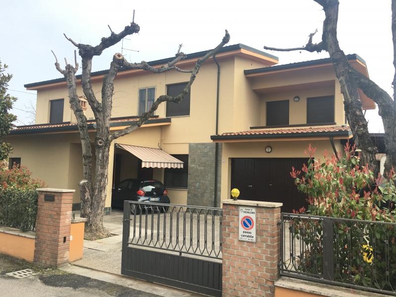 Villa vendita CREVALCORE (BO) - 7 LOCALI - 330 MQ
