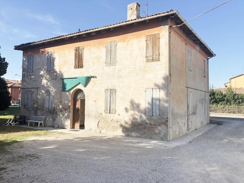 Casa Indipendente vendita PIEVE DI CENTO (BO) - 7 LOCALI - 300 MQ