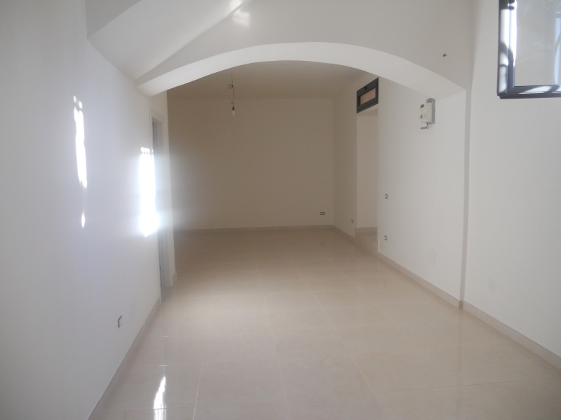 Negozio / Locale in affitto a Frignano, 1 locali, prezzo € 450 | Cambio Casa.it