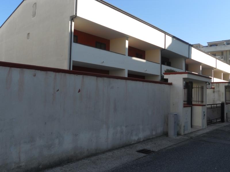 Villa affitto SAN MARCELLINO (CE) - 7 LOCALI - 250 MQ