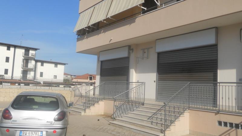 Negozio / Locale in affitto a Cesa, 2 locali, prezzo € 3.000 | Cambio Casa.it