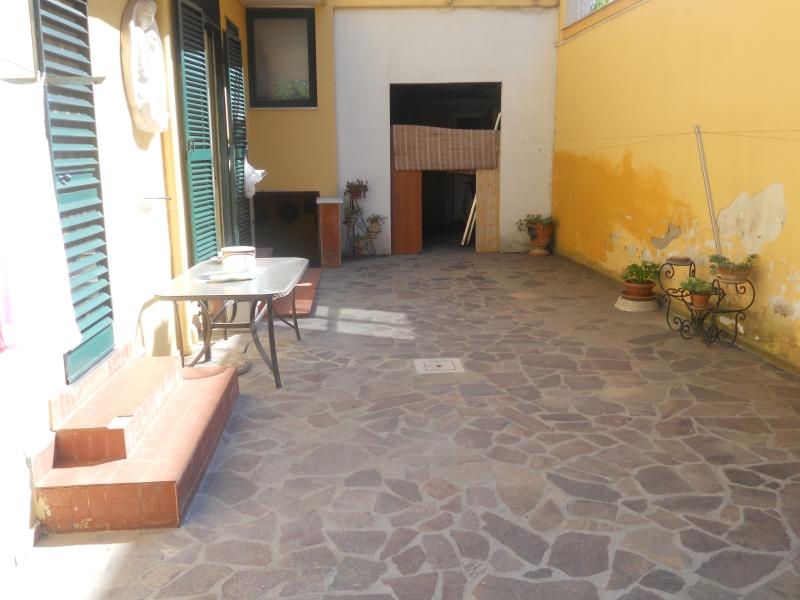 Casa Indipendente vendita LUSCIANO (CE) - 7 LOCALI - 350 MQ