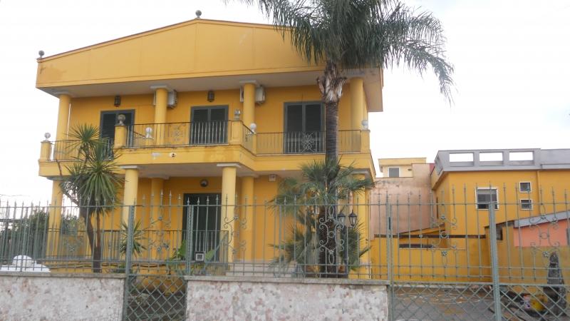Villa affitto Giugliano In Campania (NA) - 5 LOCALI - 250 MQ