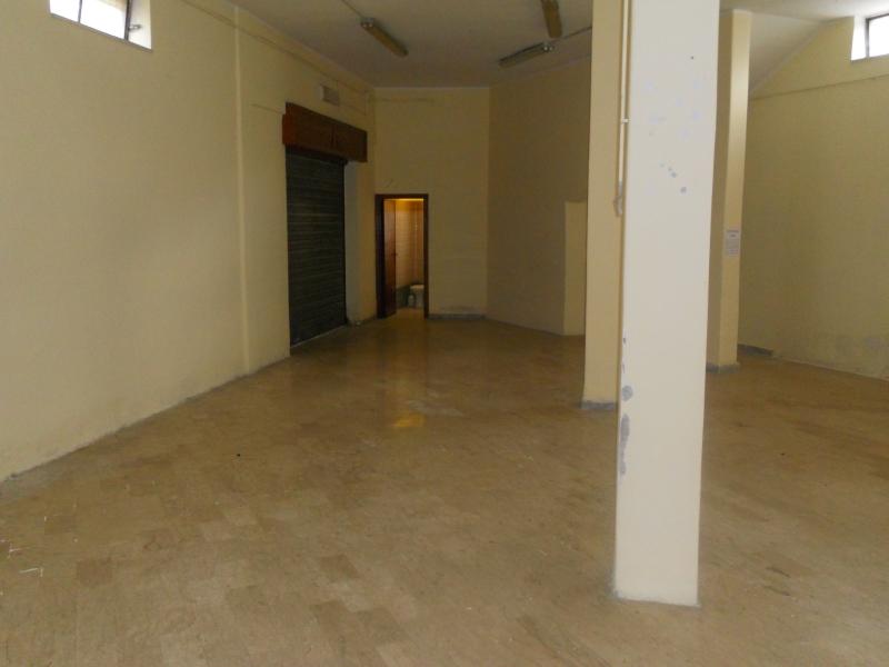Negozio / Locale in affitto a Carinaro, 1 locali, prezzo € 600 | CambioCasa.it