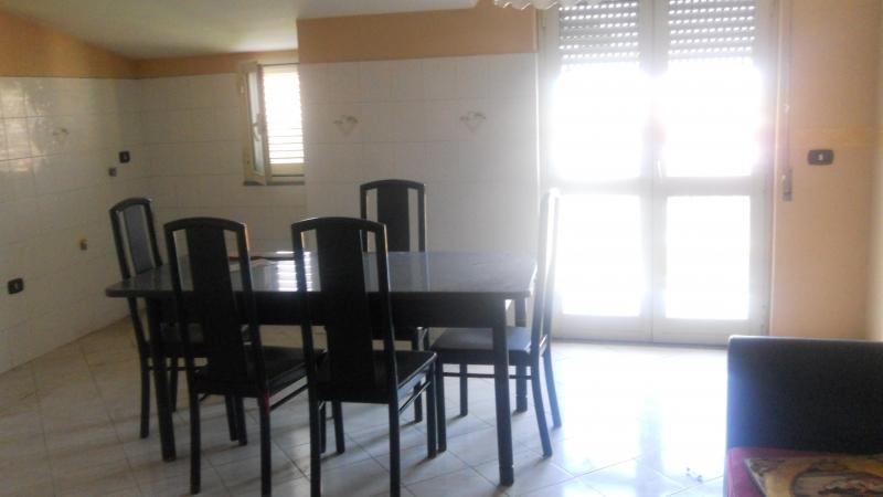 Appartamento in affitto a Cesa, 3 locali, prezzo € 350 | Cambio Casa.it