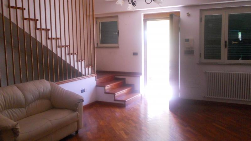 Villa in vendita a Carinaro, 4 locali, prezzo € 230.000 | Cambio Casa.it