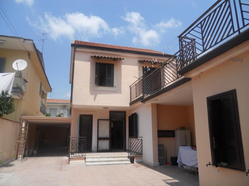 Casa Indipendente affitto LUSCIANO (CE) - 3 LOCALI - 100 MQ