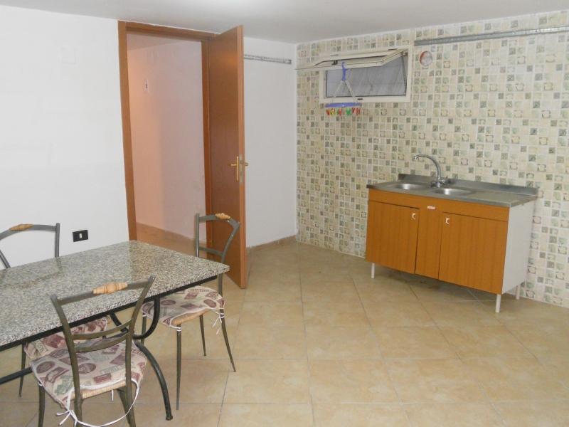 Appartamento in affitto a Carinaro, 2 locali, prezzo € 200   CambioCasa.it