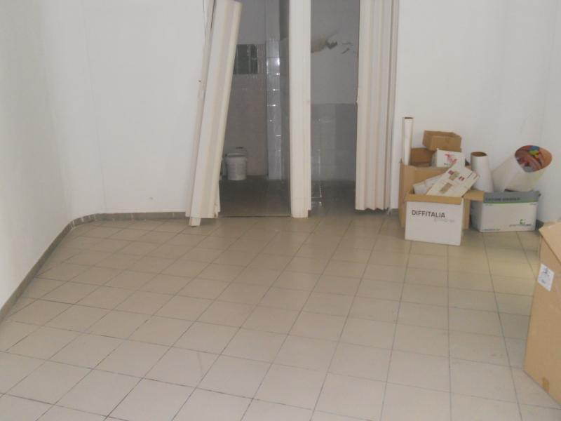 Deposito/Magazzino Affitto AVERSA Mq 50 euro 500
