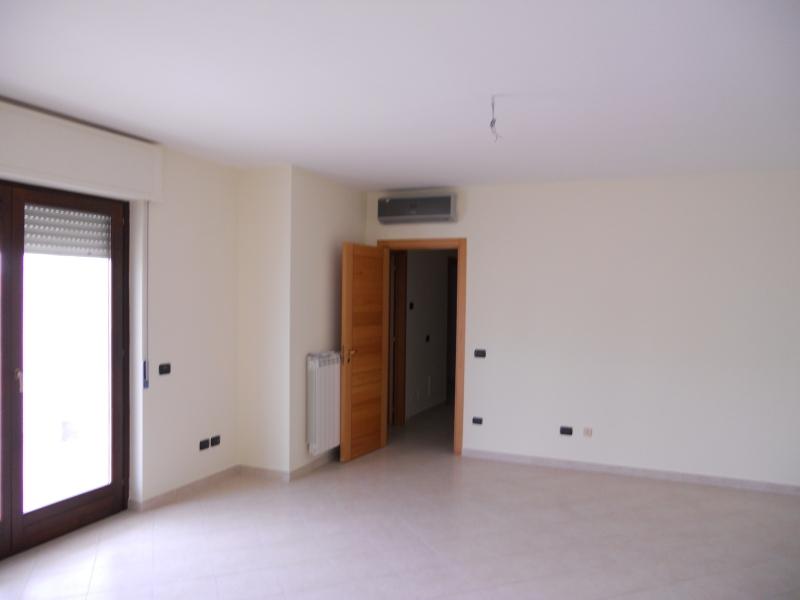 Appartamento in affitto a Gricignano di Aversa, 7 locali, prezzo € 400 | CambioCasa.it