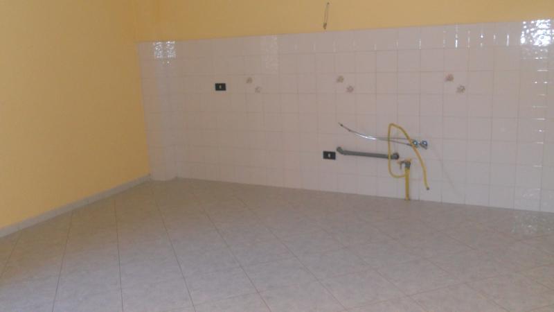 Appartamento in affitto a Lusciano, 4 locali, prezzo € 420 | Cambio Casa.it
