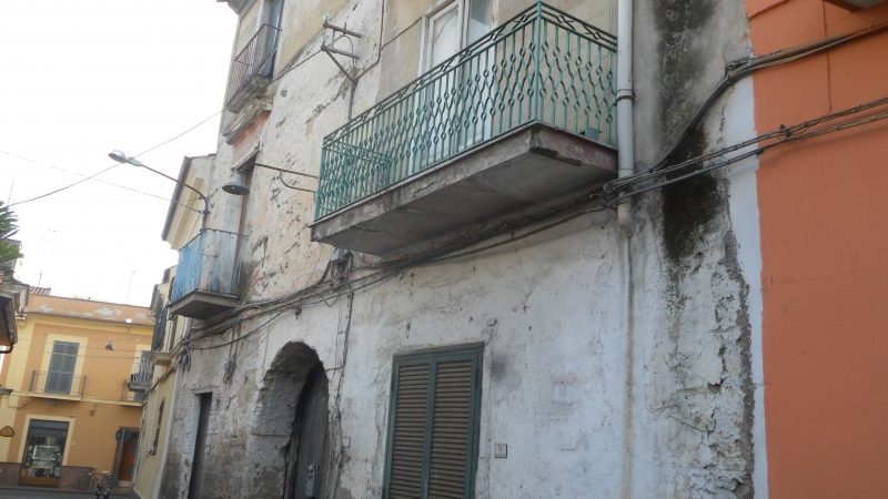 Casa Indipendente vendita LUSCIANO (CE) - 7 LOCALI - 250 MQ