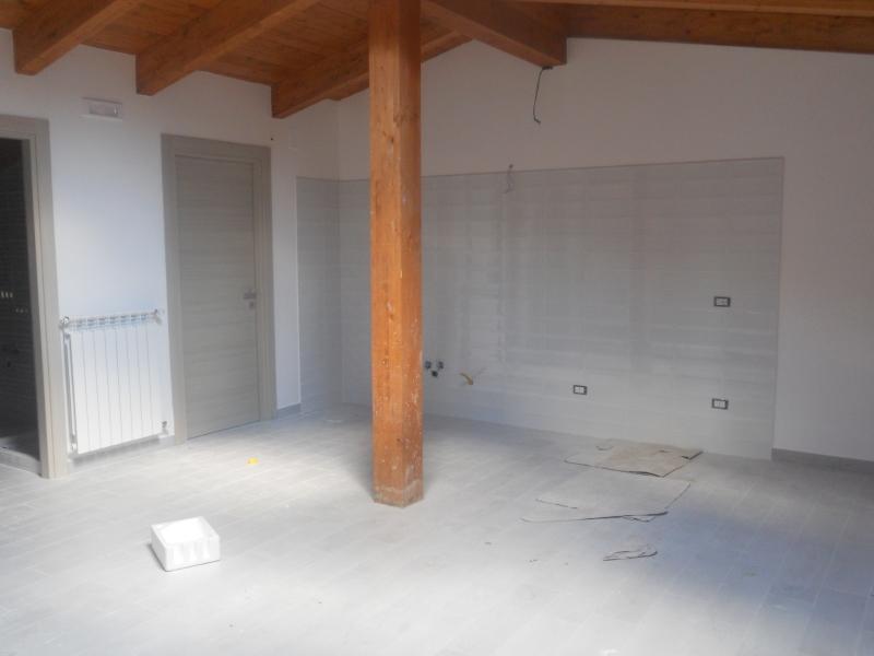 Appartamento in affitto a Parete, 3 locali, prezzo € 350 | CambioCasa.it