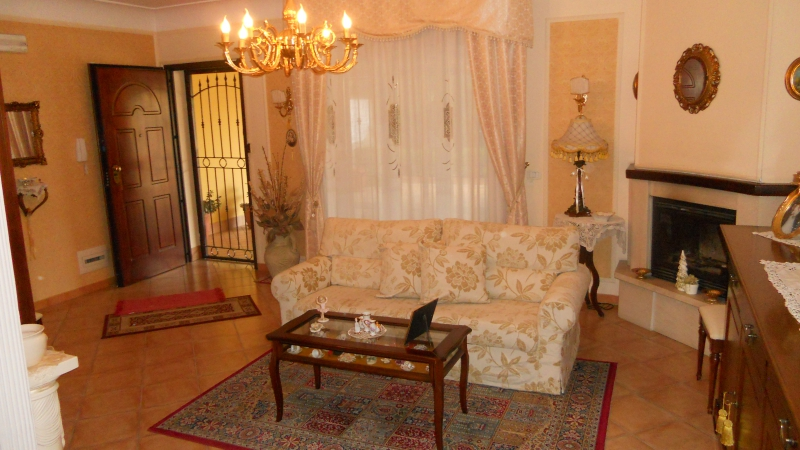 Villa vendita CARINARO (CE) - 5 LOCALI - 280 MQ
