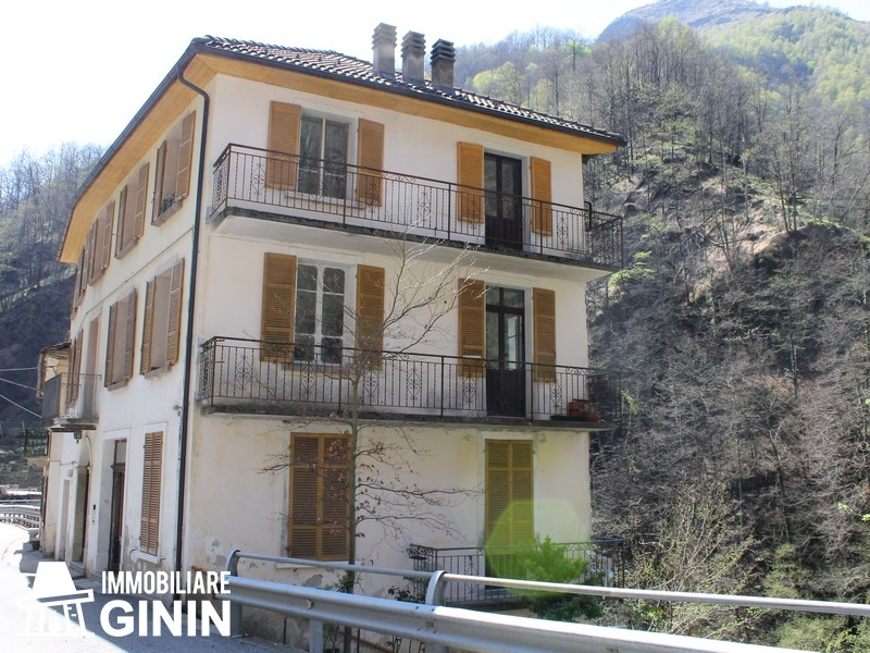 Casa Indipendente vendita CAVAGLIO SPOCCIA (VB) - 7 LOCALI - 400 MQ