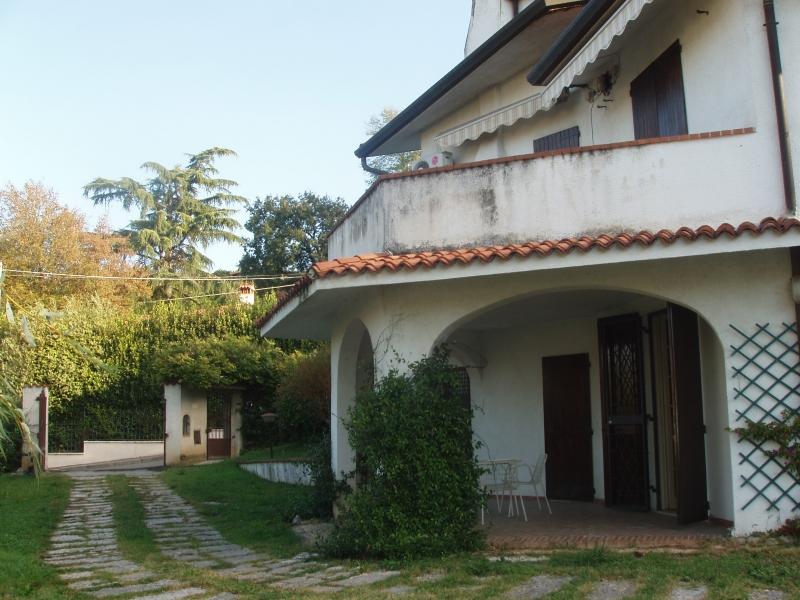 Villa in vendita a Cellatica, 7 locali, prezzo € 650.000 | Cambio Casa.it
