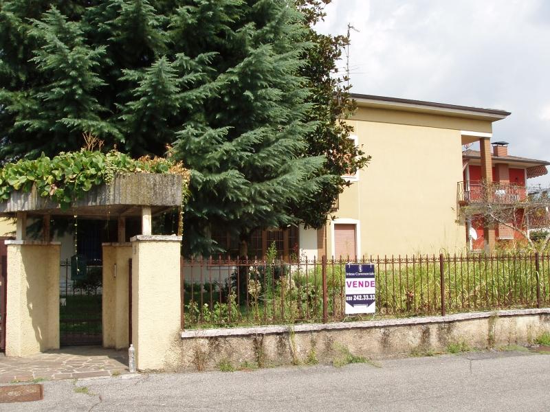Villa in vendita a Travagliato, 6 locali, prezzo € 190.000 | Cambio Casa.it