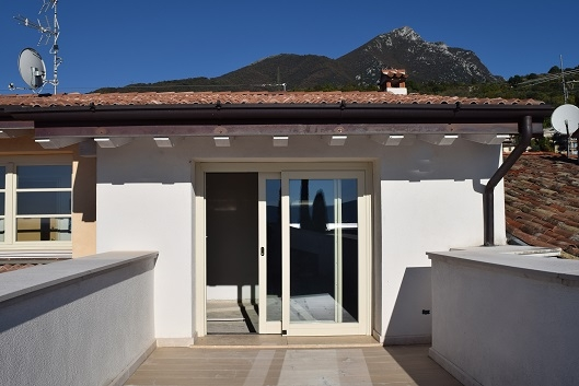 Attico / Mansarda in vendita a Toscolano-Maderno, 3 locali, prezzo € 410.000   Cambio Casa.it