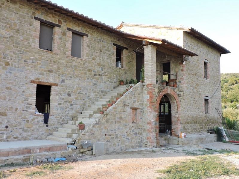Rustico / Casale in vendita a Magione, 8 locali, zona Zona: Agello, prezzo € 170.000   CambioCasa.it