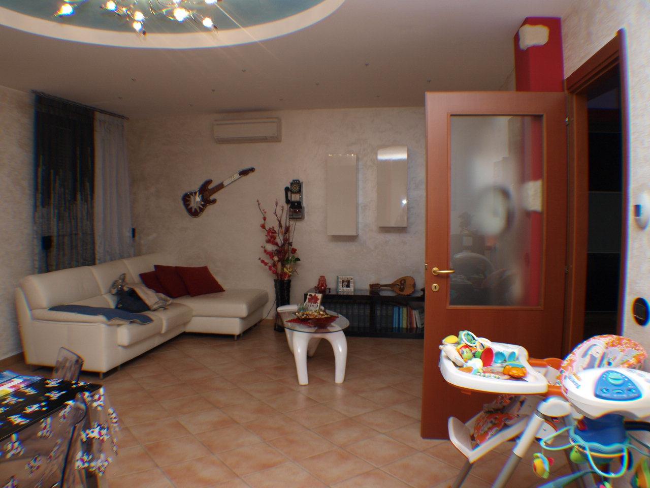 Casa Indipendente vendita MONTE PORZIO (PU) - 99 LOCALI - 80 MQ