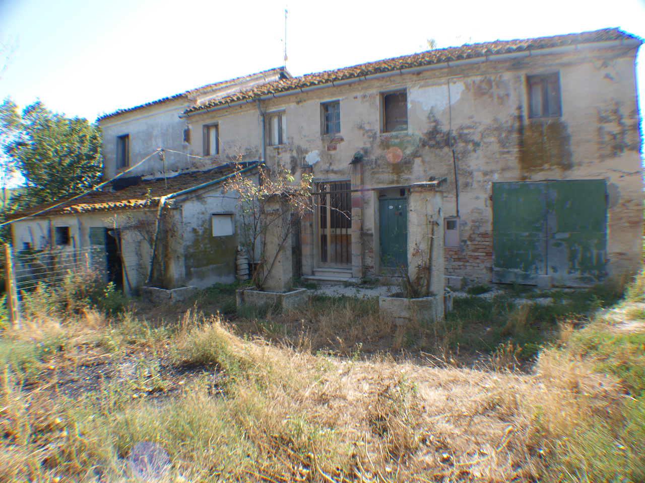 Rustico / Casale in vendita a Ostra, 9999 locali, prezzo € 110.000   Cambio Casa.it