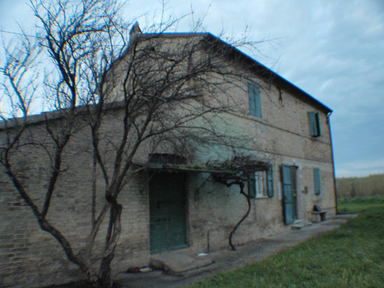 Villa in vendita a Senigallia, 9999 locali, zona Zona: Cesano, prezzo € 180.000 | CambioCasa.it