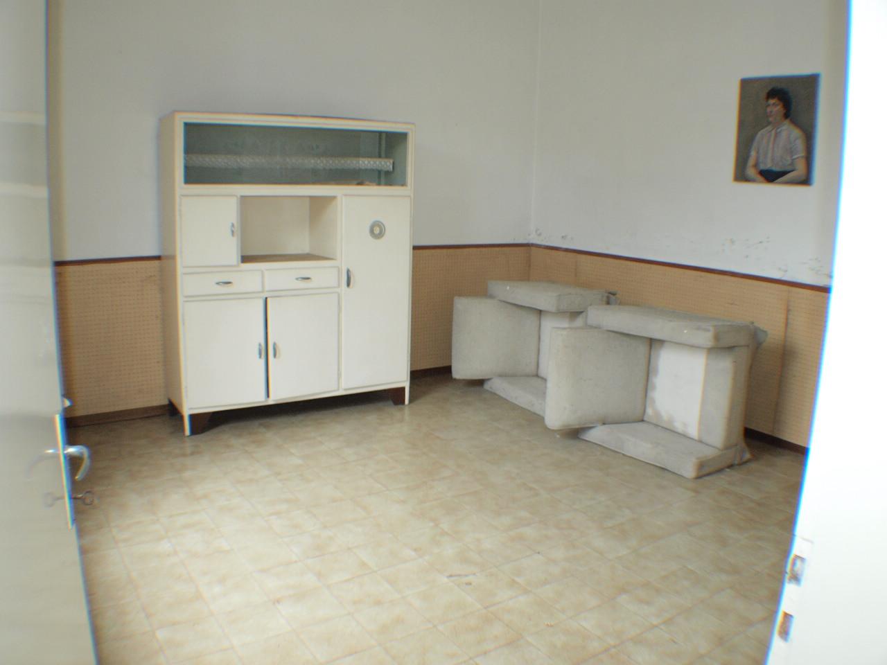 Villa vendita RIPE (AN) - 99 LOCALI - 90 MQ