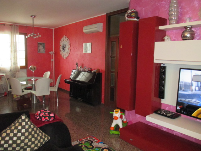 Casa Indipendente vendita MONDOLFO (PU) - 99 LOCALI - 120 MQ