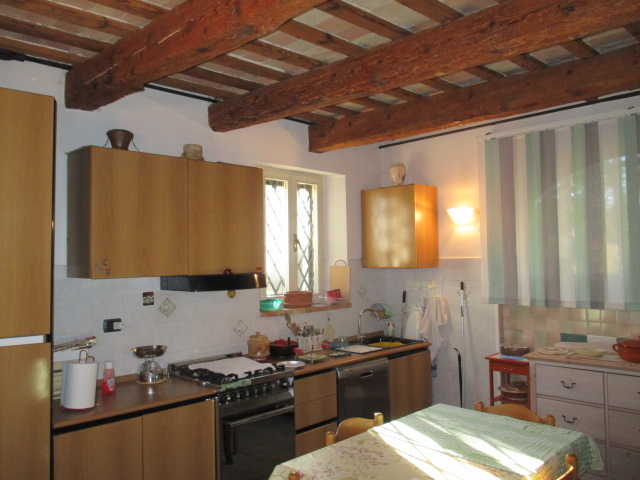 Villa vendita CASTELPLANIO (AN) - 99 LOCALI - 300 MQ