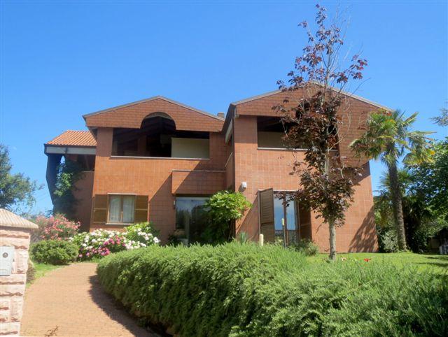 Villa vendita OSTRA (AN) - 99 LOCALI - 425 MQ