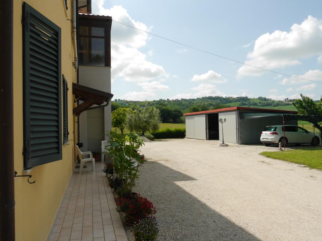 Villa vendita MONTERADO (AN) - 99 LOCALI - 186 MQ