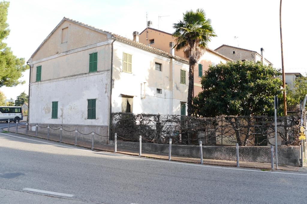 Villa vendita MONTERADO (AN) - 99 LOCALI - 200 MQ