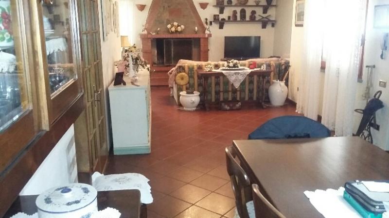 Villa in vendita a Uzzano, 9 locali, prezzo € 400.000 | CambioCasa.it