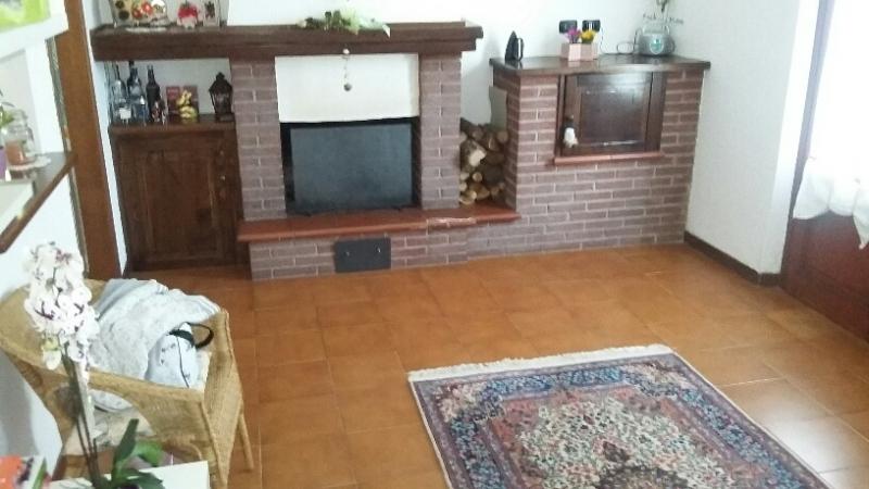 Appartamento in vendita a Pescia, 3 locali, zona Zona: Pietrabuona, prezzo € 105.000 | Cambio Casa.it