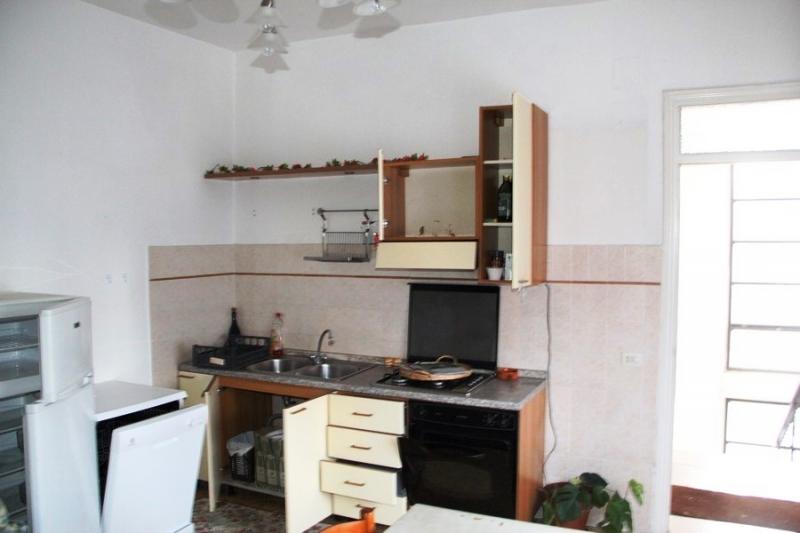 Baschi - affittasi appartamento arredato con balcone.