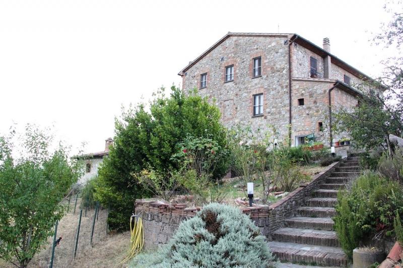 Cascina/casale vendita MONTELEONE D'ORVIETO (TR) - 7 LOCALI - 350 MQ