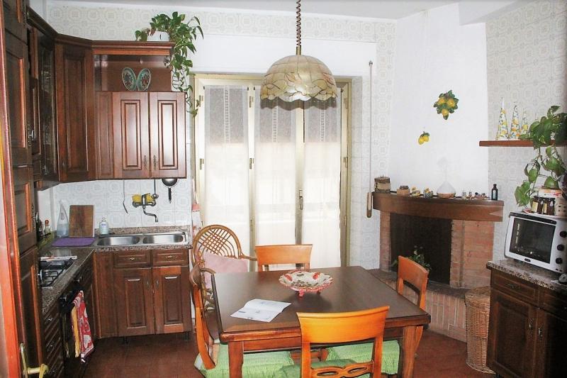 Orvieto (Sferracavallo) - Vendesi appartamento con ascensore, balconi e garage