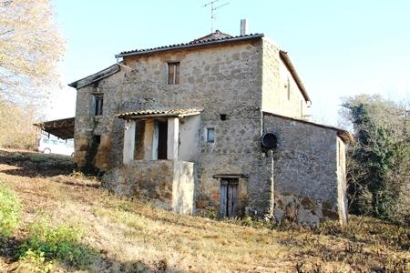 Cascina/casale vendita GROTTE DI CASTRO (VT) - 7 LOCALI - 220 MQ