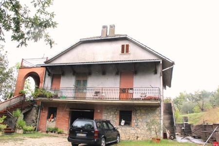 Casa Indipendente vendita BASCHI (TR) - 7 LOCALI - 320 MQ