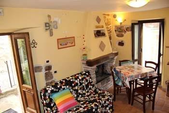 Baschi - affittasi grazioso appartamentino ristrutturato al piano rialzato nel borgo di Baschi