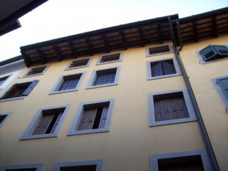 Negozio / Locale in affitto a Udine, 2 locali, prezzo € 900 | CambioCasa.it